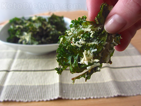 Low-Carb Parmesan Kale Chips