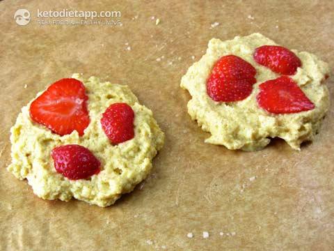 Baked Strawberry & Ricotta Pancakes