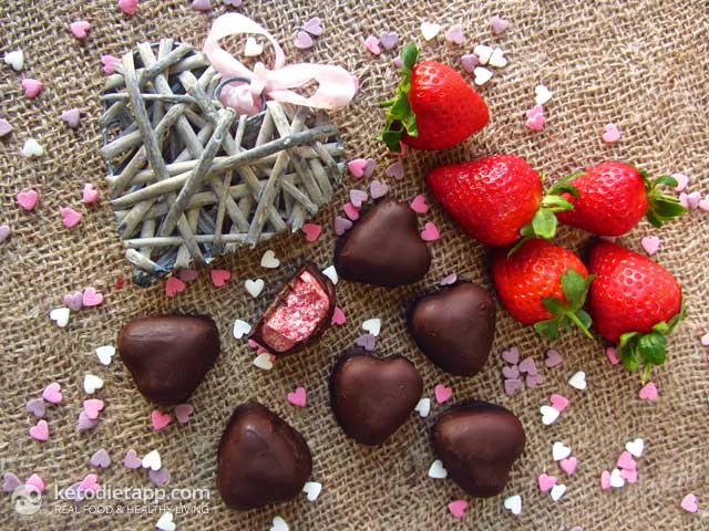 Low-Carb Chocolate Strawberry Hearts