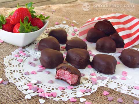 Low-Carb Valentine Chocolate Strawberry Hearts