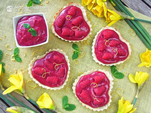 Low-Carb Raspberry Curd Heart Tarts