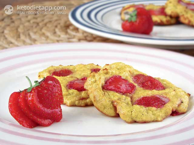 Baked Low-Carb Strawberry Ricotta Pancakes