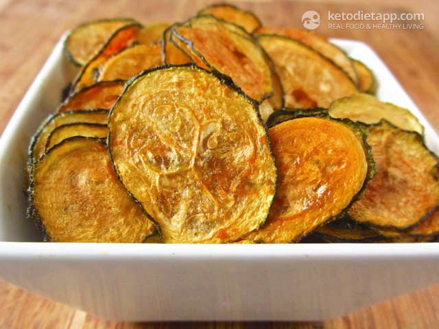 Low-Carb Spicy Zucchini Chips