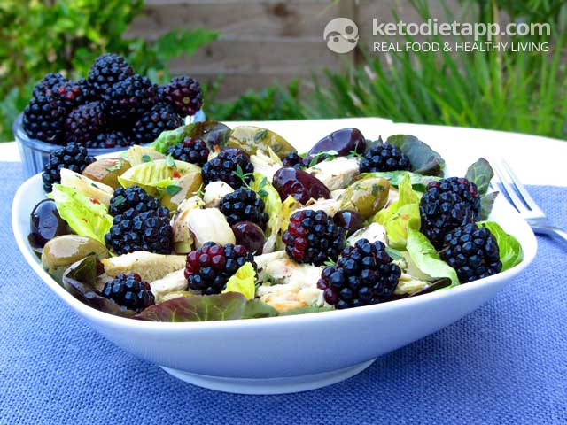 Low-Carb Grilled Chicken & Blackberry Salad