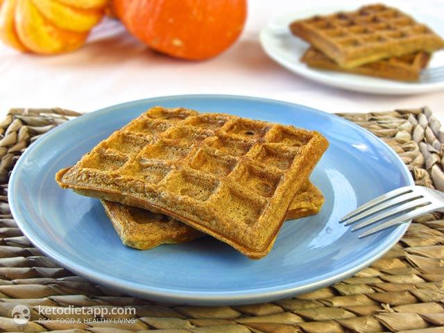Pumpkin Spiced Waffles | The KetoDiet Blog