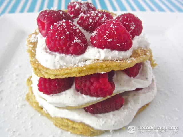 Low-Carb Raspberry & Vanilla Coconut Pancakes