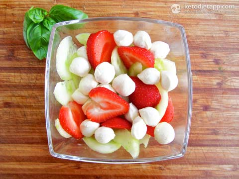 Low-Carb Berry Caprese Salad