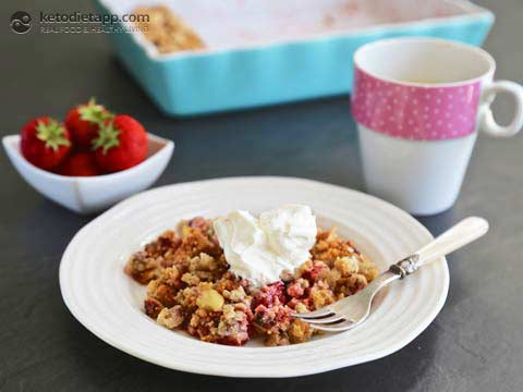 |Strawberry & Rhubarb Crumble (Low-carb, Paleo)