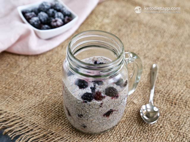 Low-Carb Berry Chia Pudding