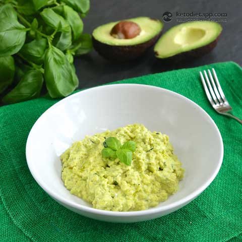 Easy Low-Carb Pesto Scrambled Eggs