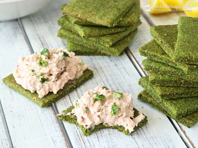 Cheesy Grain-Free Spinach Crackers | The KetoDiet Blog