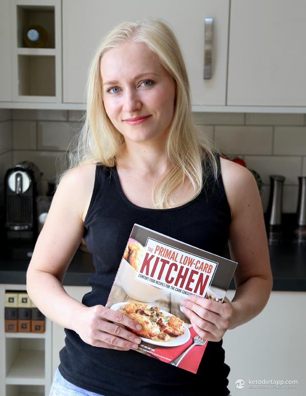 Book Review: The Primal Low-Carb Kitchen (Cheddar Dill Biscuits)