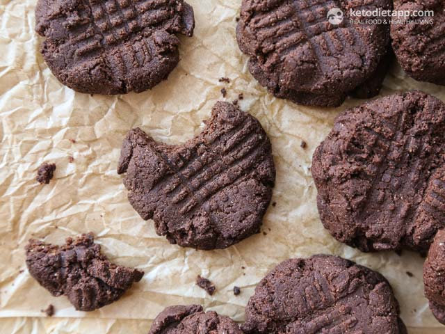 5 Ingredient Keto Chocolate Cookies