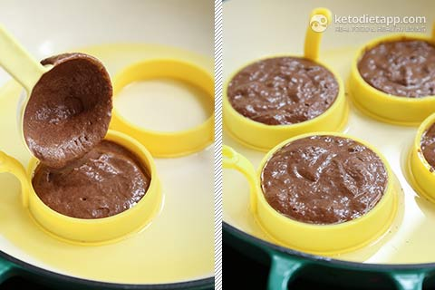 Fluffy Low-Carb Chocolate Pancakes
