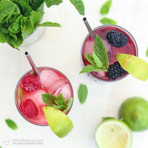 Low-Carb Raspberry & Blackberry Mojitos