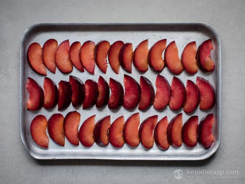 Low-Carb Baked Plums with Ginger & Orange