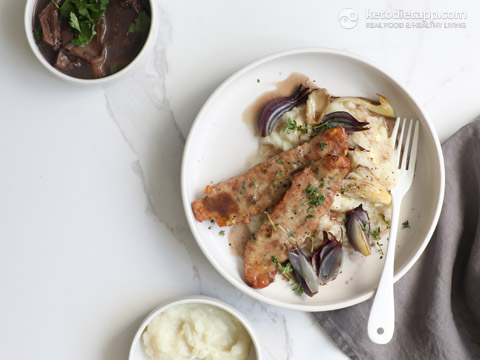 Low-Carb Sausages & Mash with Red Wine Gravy
