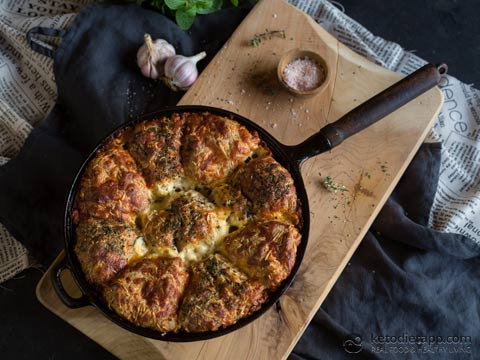 Keto Cheesy Garlic Pull-Apart Bread