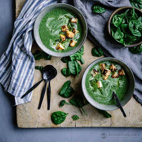 Low-Carb Green Veggie Soup with Halloumi Croutons