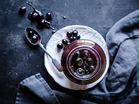 Low-Carb Pickled Blueberries