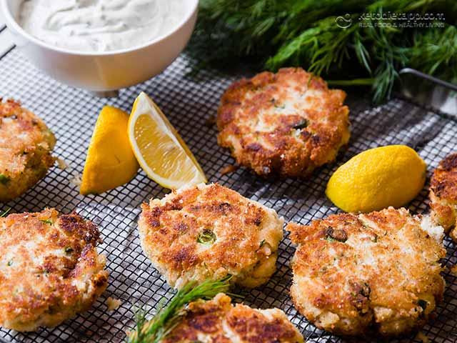 Keto Crab Cakes With Lemon Sour Cream Dip Ketodiet Blog