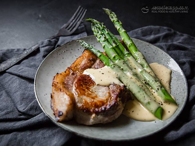 Easy Pork Chops With Asparagus and Hollandaise