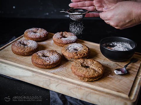 Healthy Low-Carb Cinnamon Donuts
