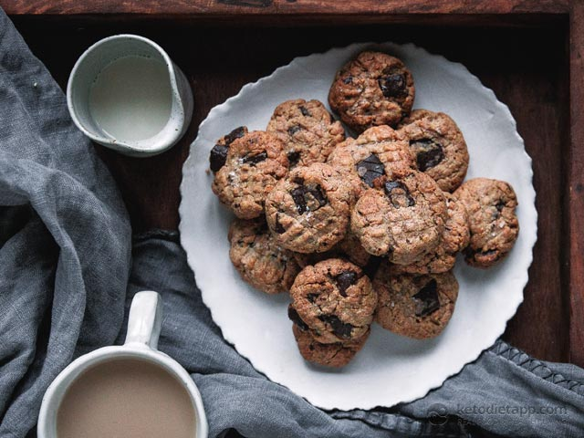 5 Ingredient Keto Chocolate Chip Cookies