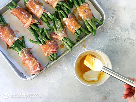 Sweet & Spicy Prosciutto Wrapped Green Beans