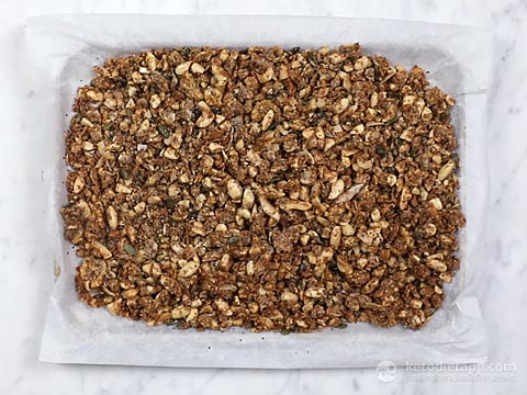 Low-Carb Cranberry Spiced Granola