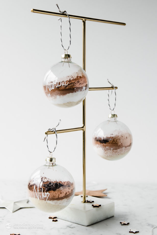 Single-Serve Mug Cake Gift Baubles