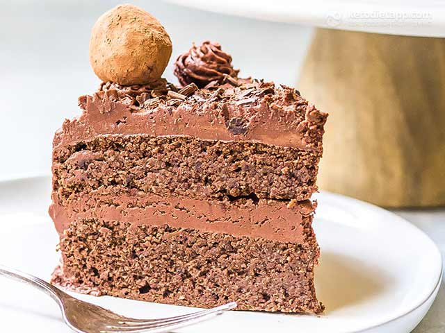 Low-Carb Chocolate Truffle Cake