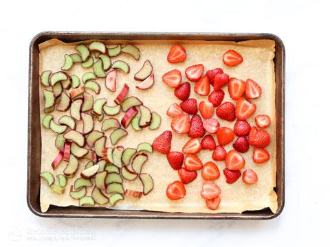 Low-Carb Roasted Strawberry & Rhubarb Jam
