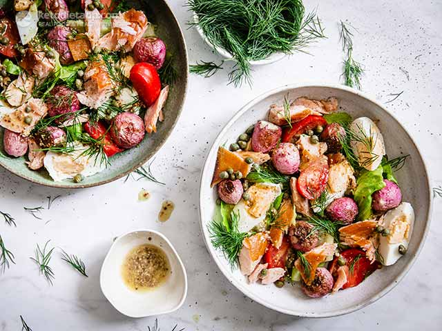 Low-Carb Salmon Nicoise Salad