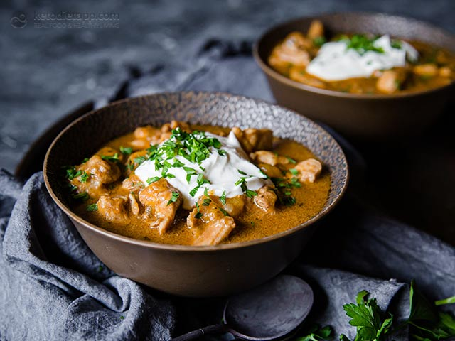 Easy Keto Chicken Coconut Curry