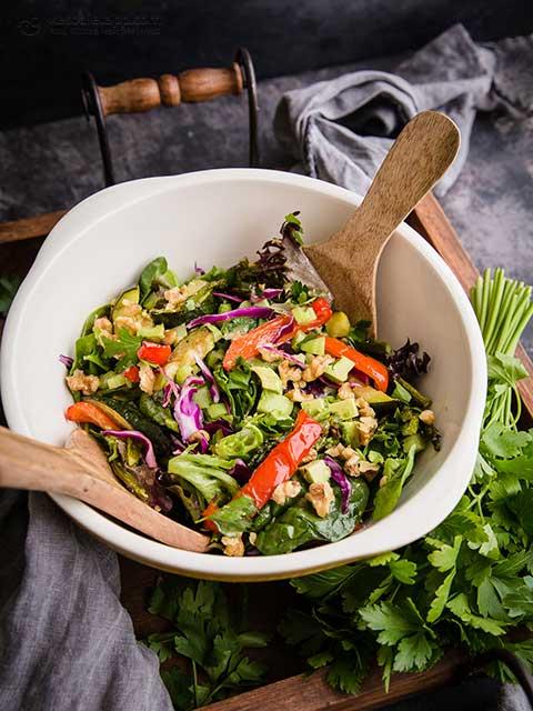 Superfood Low-Carb Veggie Salad Bowl