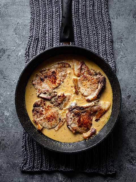 Seared Pork Chops with Creamy Cheese Sauce