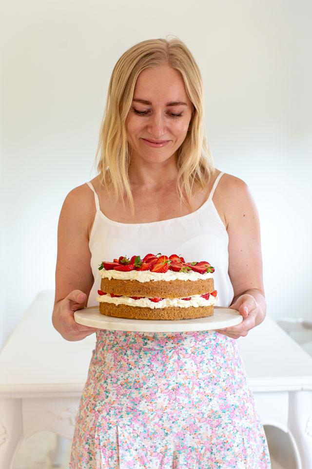 Low-Carb Strawberry & Cream Cake