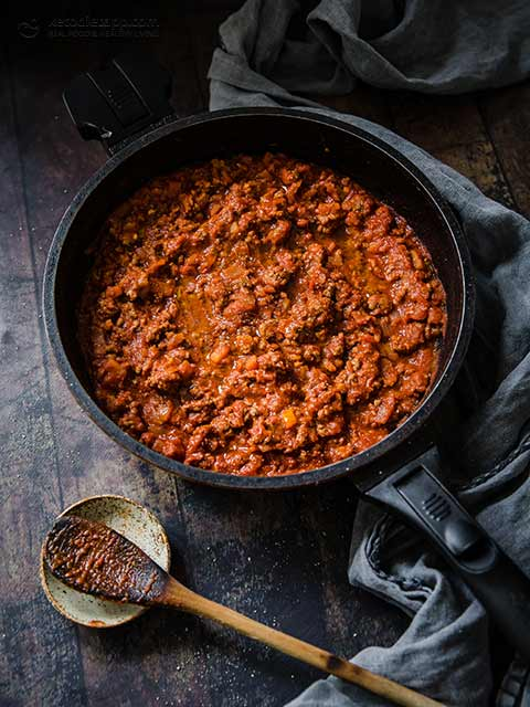 Low-Carb Zucchini Spaghetti Bolognese