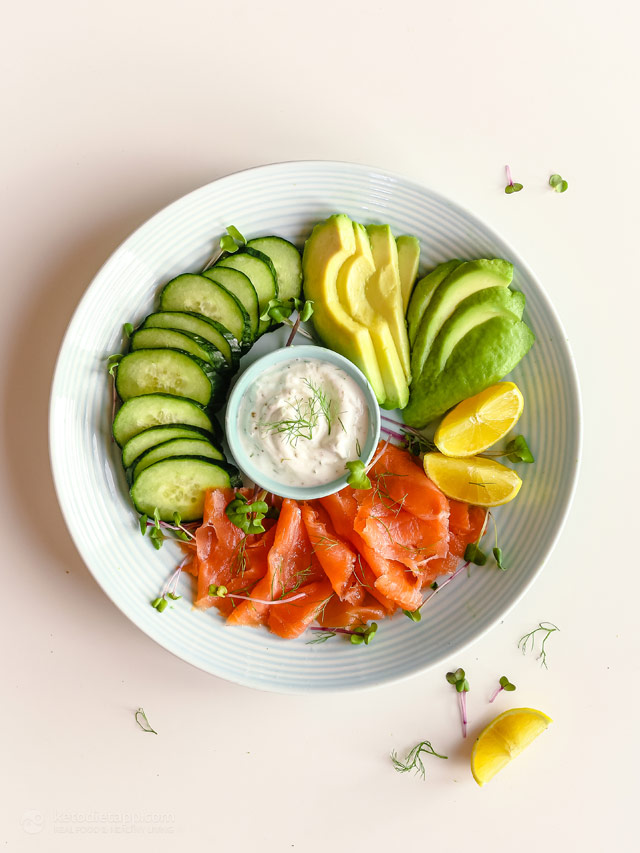 Low-Carb Cold Plate with Smoked Salmon