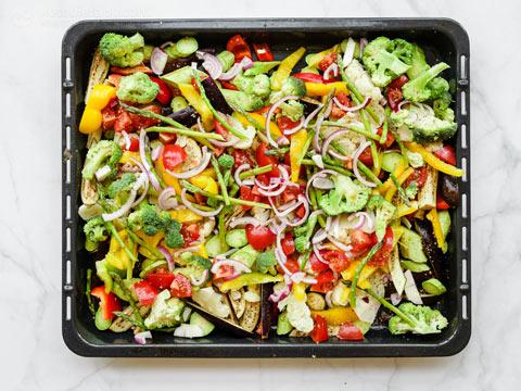 Low-Carb Mediterranean Vegetable Traybake