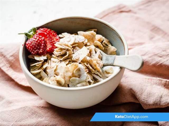 Crunchy keto cereal