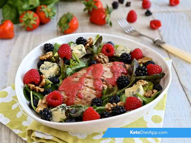 Chicken, blue cheese & berry salad