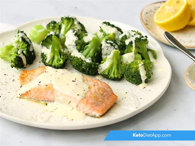 Broccoli & salmon with cheese sauce