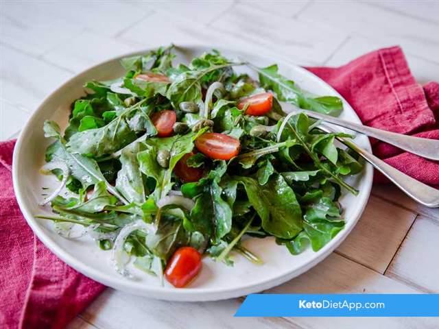 Simple tomato & rocket salad