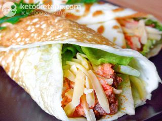 Beef wraps with red salsa