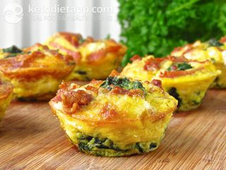 Egg muffins with goat cheese