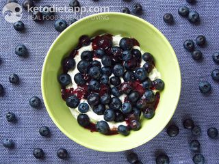 Greek yogurt with blueberries