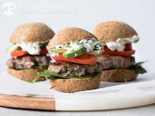 Lamburger with blue cheese