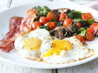 Easy breakfast eggs & bacon